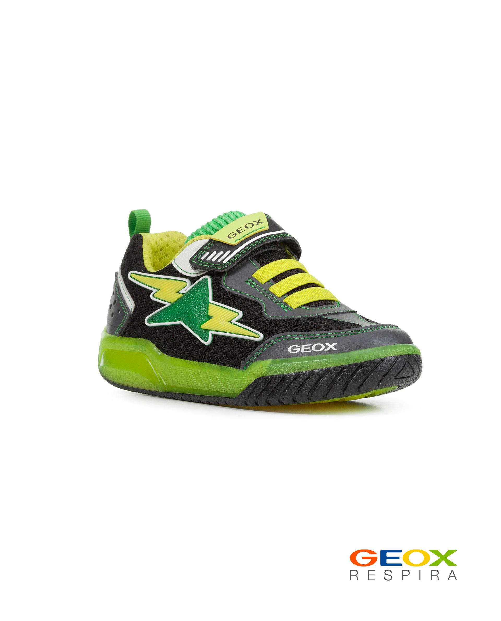Черные кроссовки Geox с салатовыми вставками J029CB014BUC0802 черного цвета